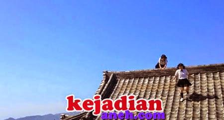 Atraksi Ninja Wanita Melompati Gedung rumah di Jepang