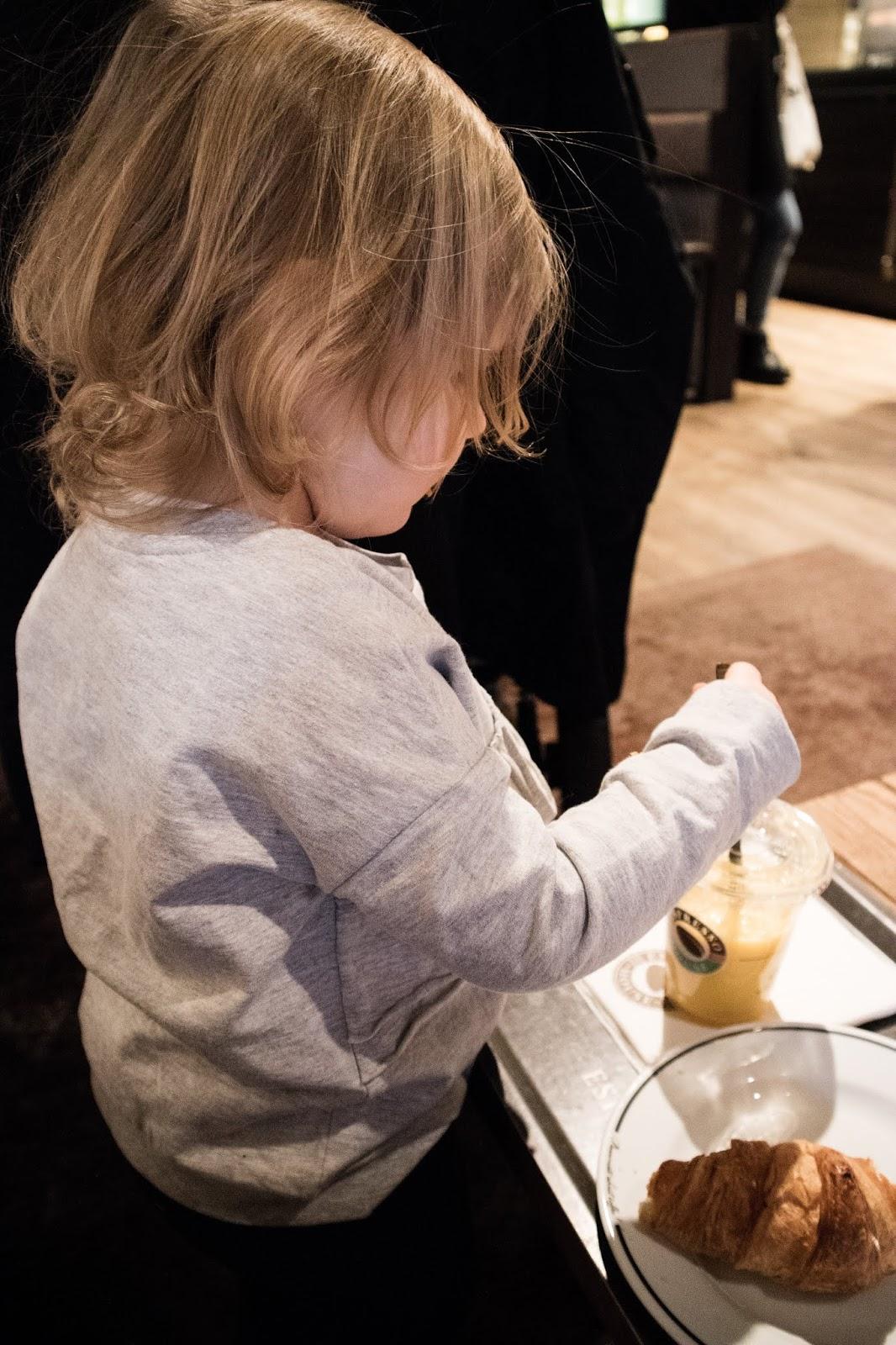 Viikkokatsaus, taapero, lapset, kaksivuotias, Espresso House,