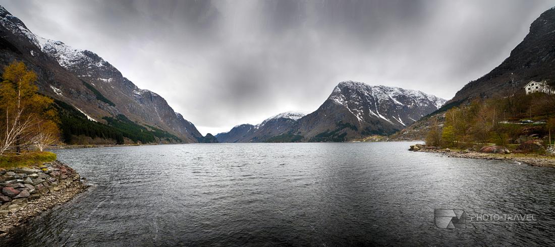 Wspaniały fiord w miejscowości Odda w Norwegii to jedna z największych atrakcji turystycznych w Norwegii.