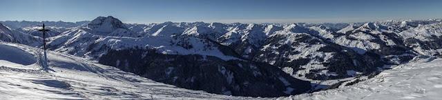 Aussicht auf den Großen Rettenstein mit den Skien