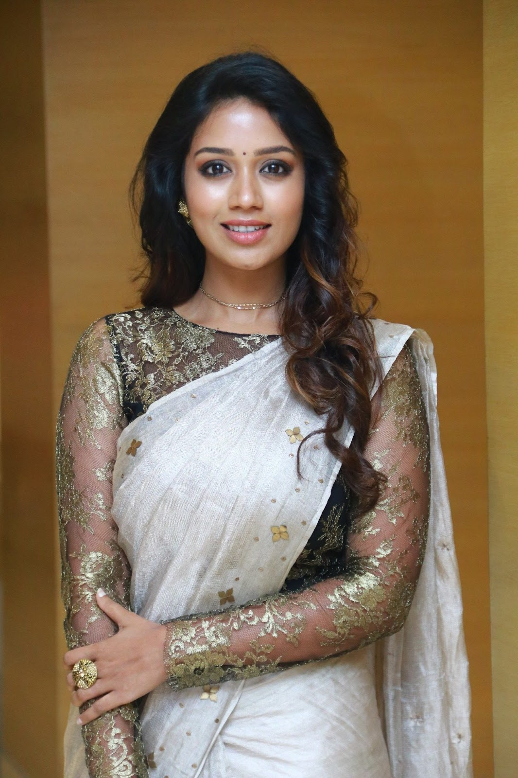 Nivetha Pethuraj Exposing Beautiful In Saree Stills Latest Indian Hollywood Movies Updates Branding Online And Actress Gallery