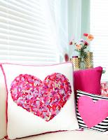 http://www.akailochiclife.com/2016/01/craft-it-no-sew-felt-confetti-pillow.html