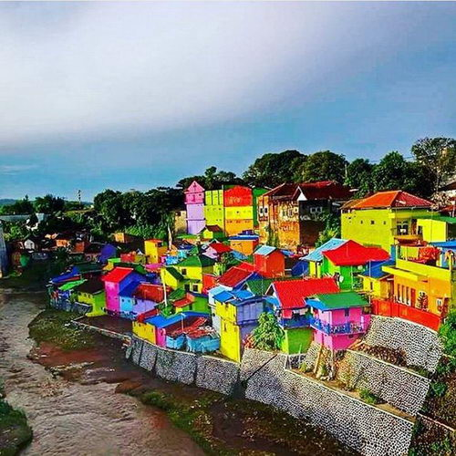 Tinuku Full color Jodipan village project by Indana Paint and studio Guys Pro in Malang