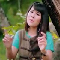 Lirik dan Terjemahan Lagu Ipank Feat Rayola - Rantau Den Pajauh