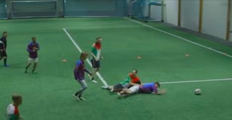Des norvégiens invent le football où tous les joueurs sont bourrés