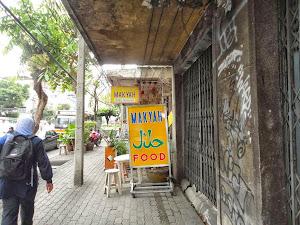 tempat makan halal