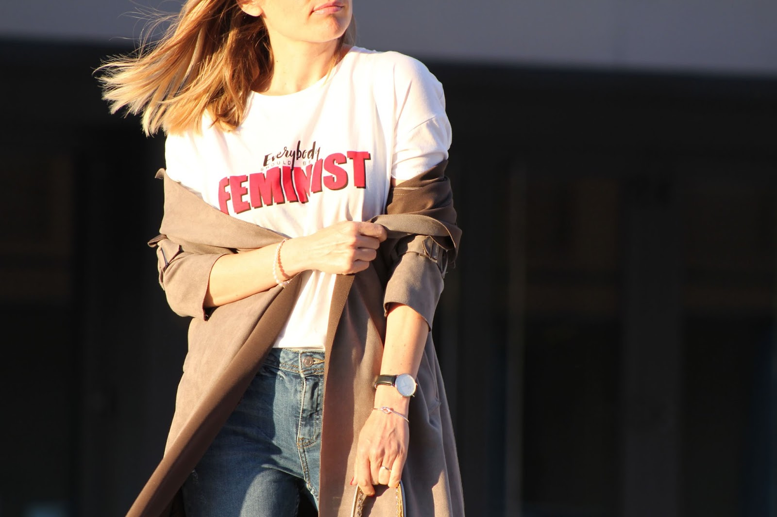 Creare un look casual chic and we should all be feminists