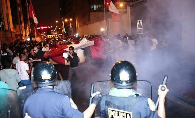 Se congregan en la Plaza San Martín en contra del Fiscal de la Nación