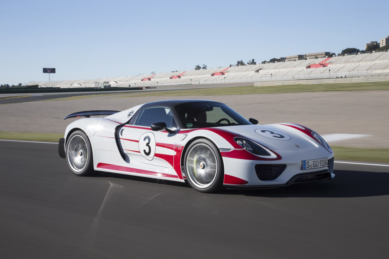porsche recalls 918 spyder over seatbelt mounting issue. Black Bedroom Furniture Sets. Home Design Ideas