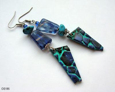 Lange, schwarz-blau-tuerkise Ohrringe mit handgefertigten Polymer Clay Anhängern