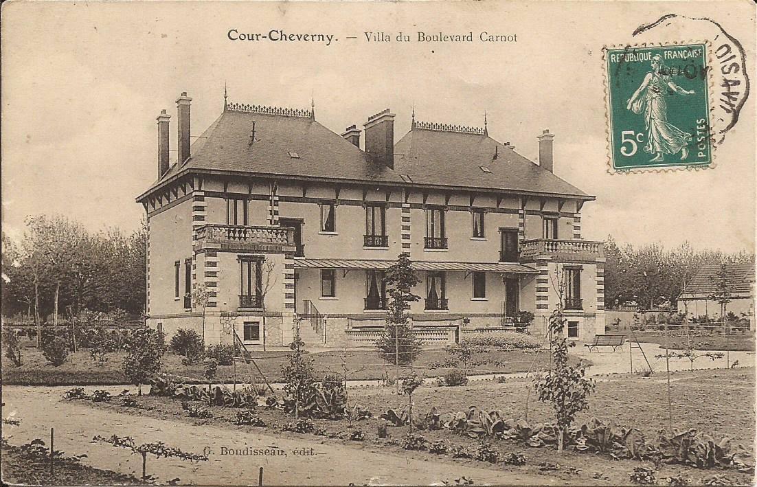 Aux abords de la gare - Cour-Cheverny