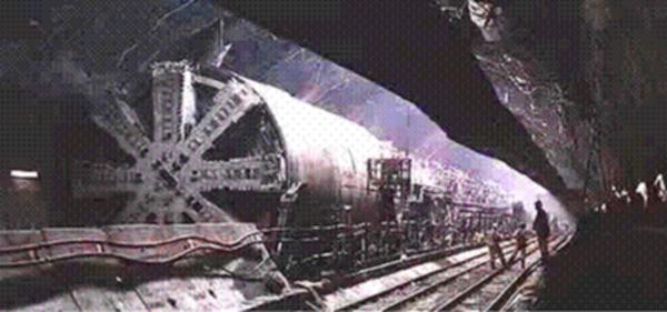 Μυστική βάση της Dulce του Νέου Μεξικού - μέρος Α,Ειδικά τρένα σε υπόγειες σήραγγες και εξωγήινοι,