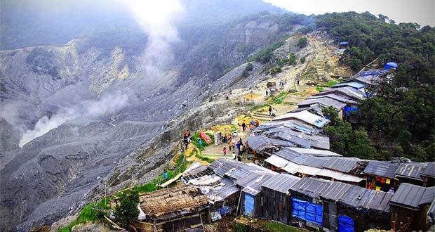Gunung Tangkuban Perahu (Foto : novajourney.wordpress.com)