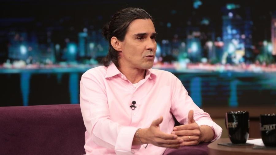 André Gonçalves relembra personagem gay em novela: 'Apanhei, fui perseguido'