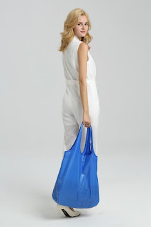 Foldable shopping tote in blue or grey.