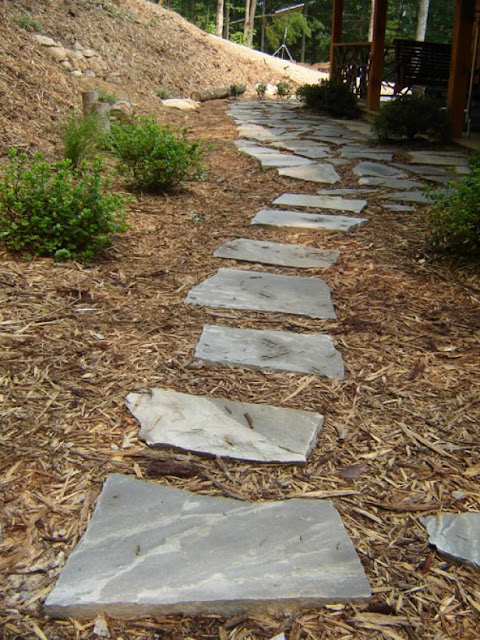 Installing A Flagstone Patio With Mortar: The Way To Install A Flagstone Walkway