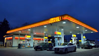 Daerah penghasil minyak bumi dan gas serta produk yang dihasilkan, pom bensin, mobil, kendaraan