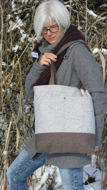 Luna Lovequilts - Wool and Wax Tote bag pattern by Noodlehead