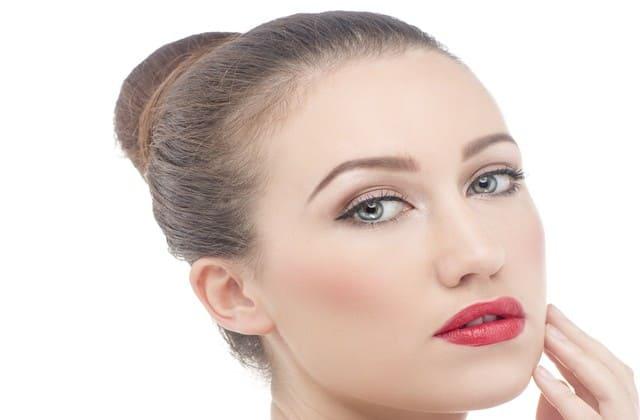 Menghaluskan kulit wajah