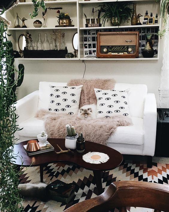 Monday morning - 10 Cool pillows for living room / Bed ...