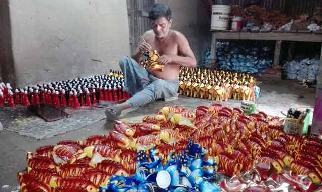 Preparation-of-potteries-on-the-occasion-of-Baishakhi-Fair