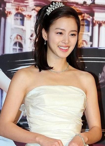 Foto Baju penganting Kim Tae-hee - Artis Korea Selatan