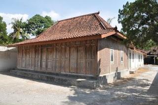 http://www.teluklove.com/2017/05/destinasti-objek-wisata-monumen-bibis.html
