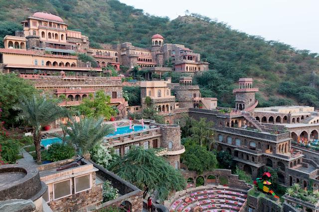 stay neemrana fort palace