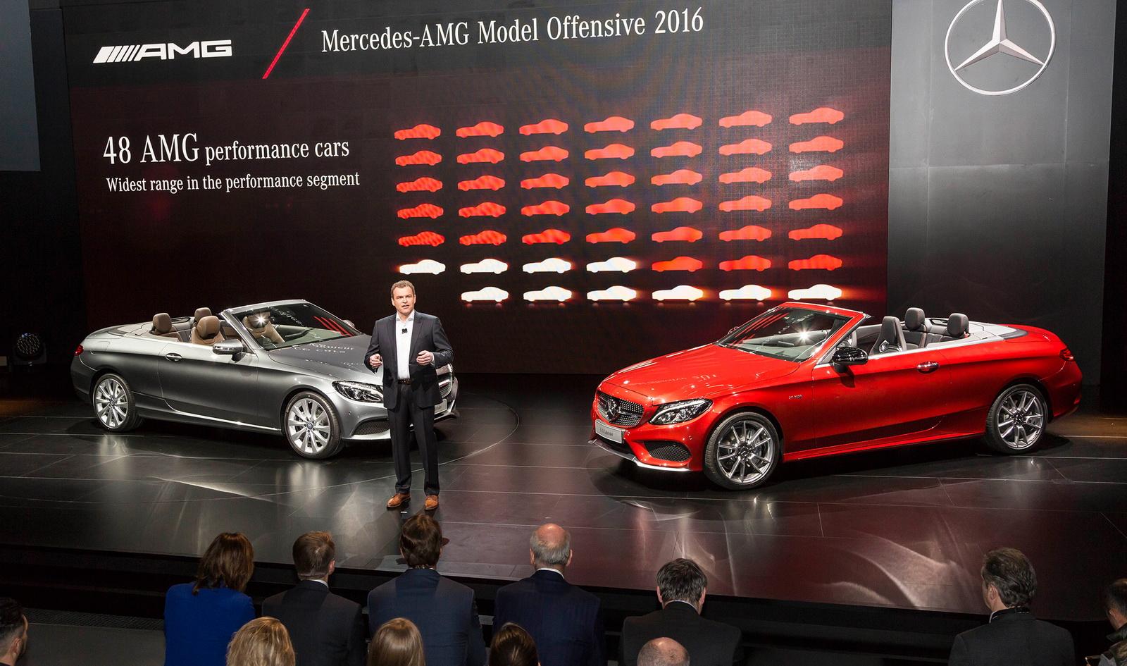 Mercedes-AMG C 43 4Matic Cabriolet 2017 đã có một màn ra mắt vô cùng ấn tượng