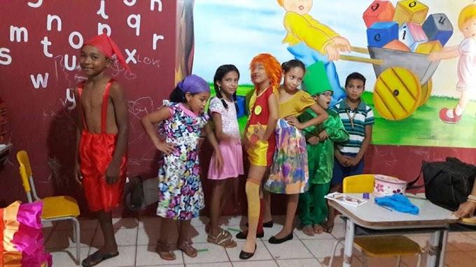 Festa em homenagem ao dia do livro infantil na Unidade Escolar Joana D'arc