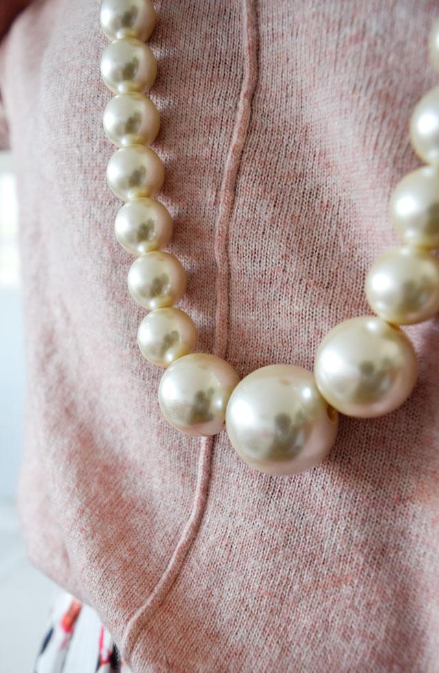 Perlenkette mit großen Perlen