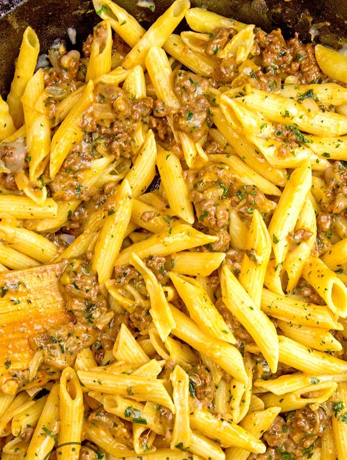CHEESY GROUND BEEF PASTA SKILLET #Pastarecipes