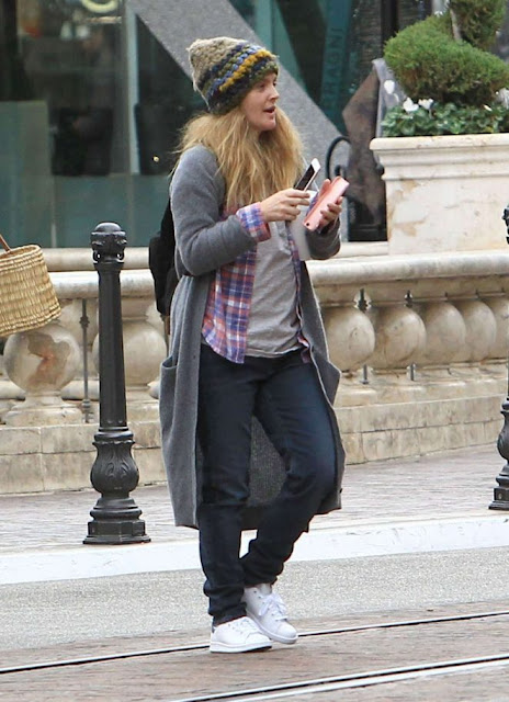 Drew Barrymore – Christmas shopping at the Grove in Los Angeles