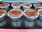 Vulcan de ciocolata preparare reteta - prajitura proaspat scoasa din cuptor