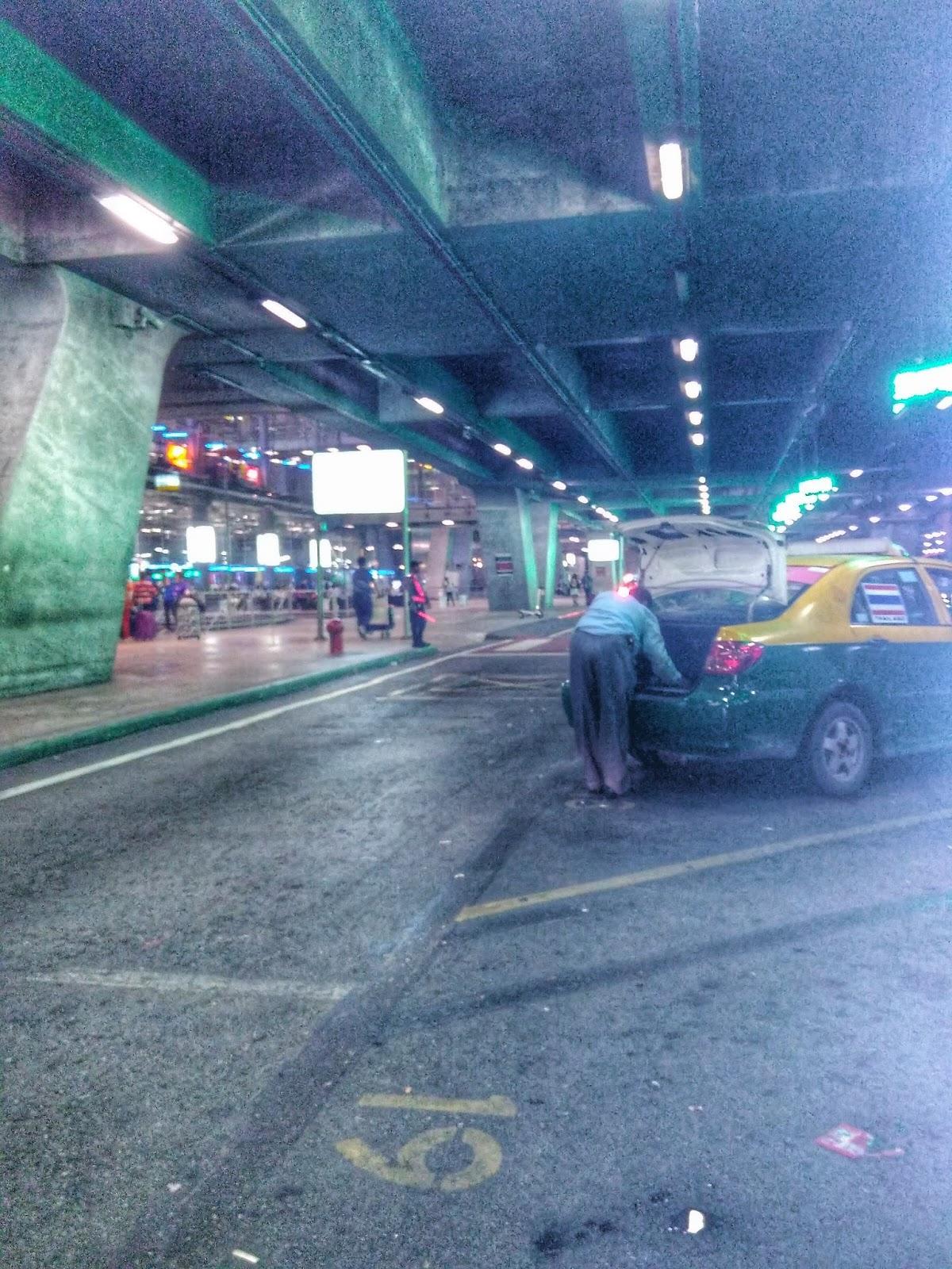 Taxi no aeroporto em Bangkok