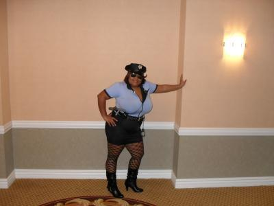 Bbw Cop Porn - BLACK THUG AGENT JUST CHILLING IN DA CUT, AND THEN POPO COMES ALONG, BUT  POPO GOT SOME PHAT ASS IN SOME BOOTY SHORTS. POLICE BLACK WHORE STARTS  BOSSING DUDE ...