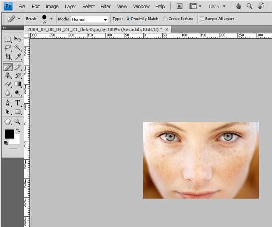 KITA BISA Photoshop  menghilangkan flek hitam di wajah