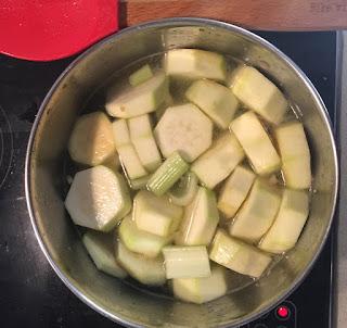 Crema de calabacin y apio a la hierbabuena