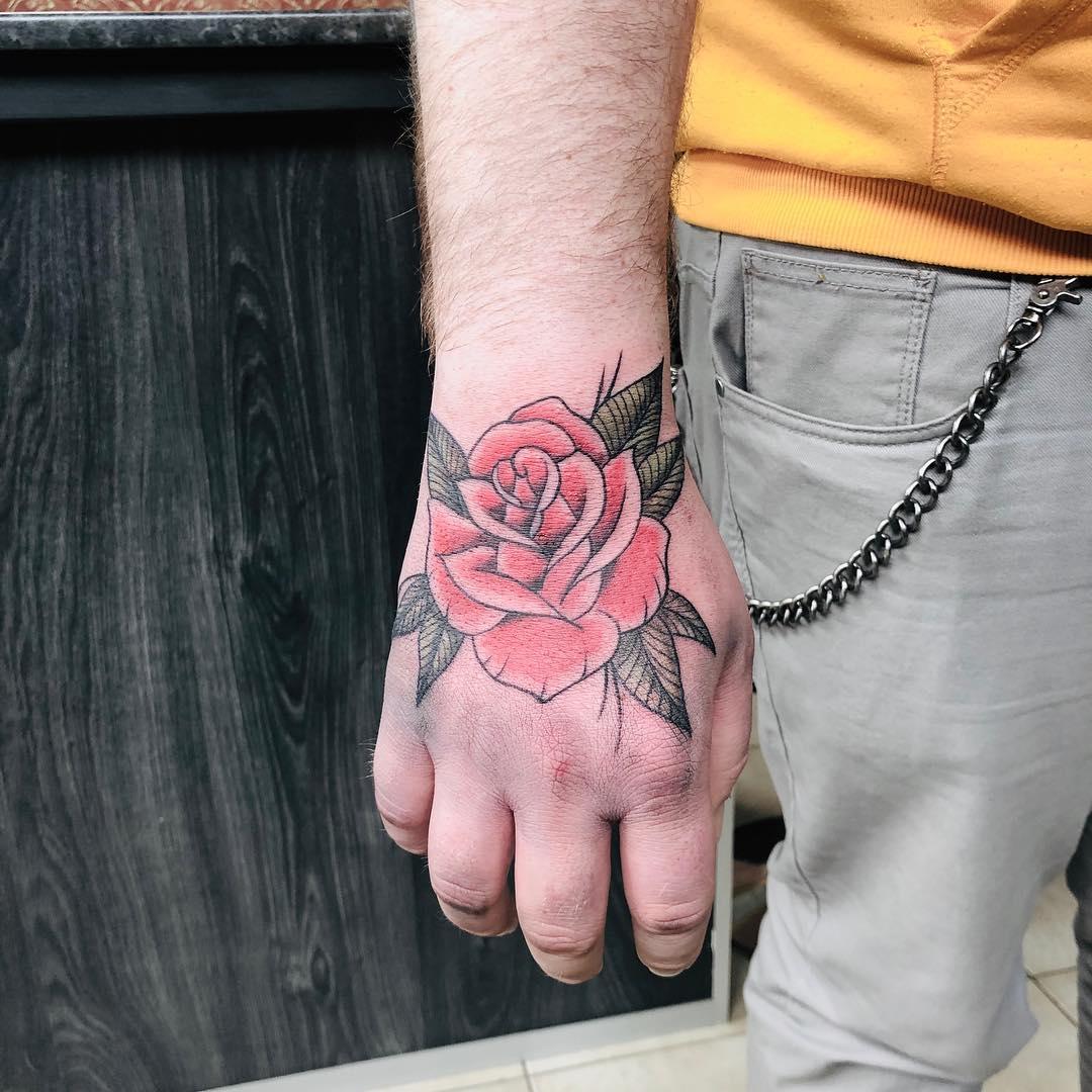 tatuagem old school masculino colorida preta mão