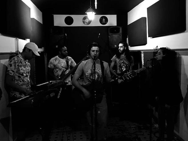 Catarse Sessions: Revoluzen destila o seu reggae veranesco na faixa 'Mãe Iemanjá'