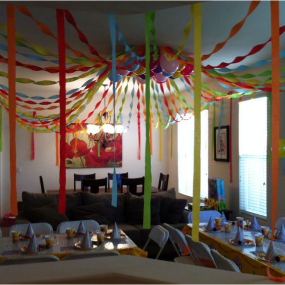 M s y m s manualidades como decorar el techo con papel creppe for Room decor ideas for husband birthday