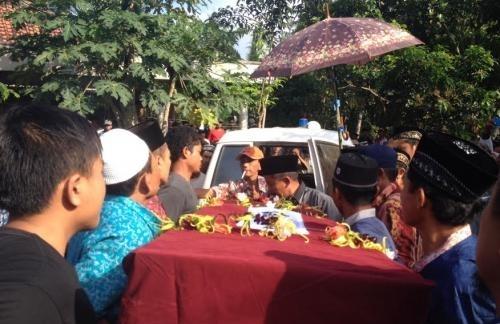 Pemakaman TKI Korea Asal Banyuwangi Dipenuhi Isak Tangis Keluarga