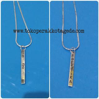 kalung nama perak simpel