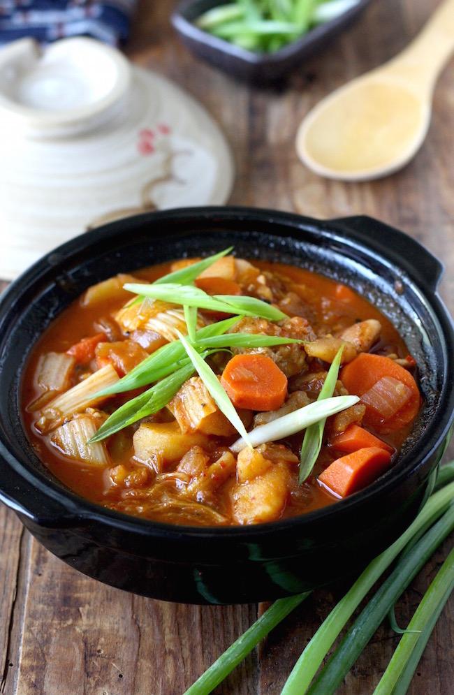 Korean dakdoritang recipe by SeasonWithSpice.com