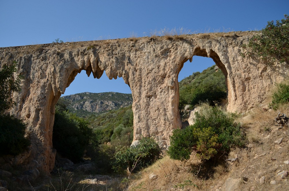Loukous aqueduct