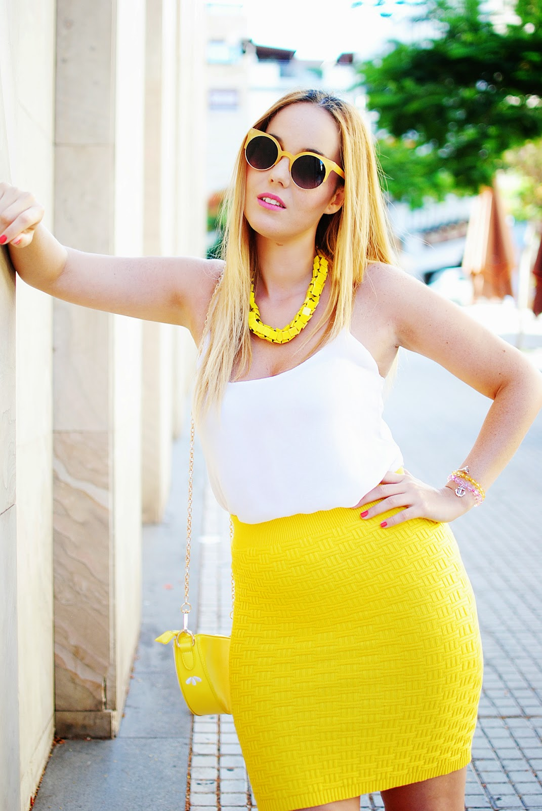 nery hdez, vessos, oasap, charlotte olympia clone, bolso limón, zerouv, pencil skirt,