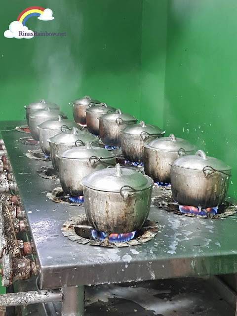 Isdaan Floating Restaurant, small rice pots