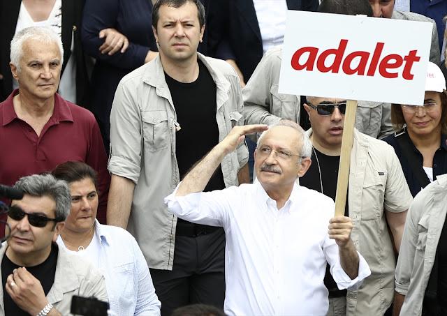 Kemal Kılıçdaroğlu Adalet Pankartlı Yürüyüşü