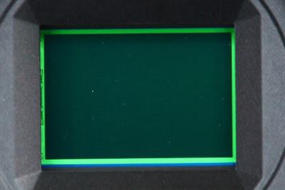 Salah satu kekurangan kamera mirrorless : Sensornya mudah kemasukan debu