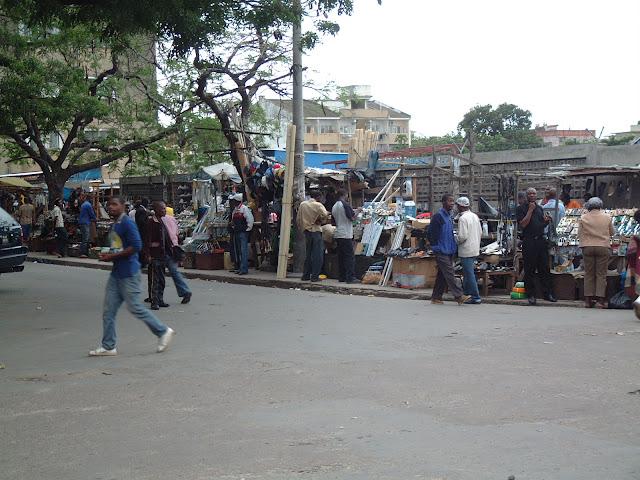 Resultado de imagem para vender fora do mercado maputo